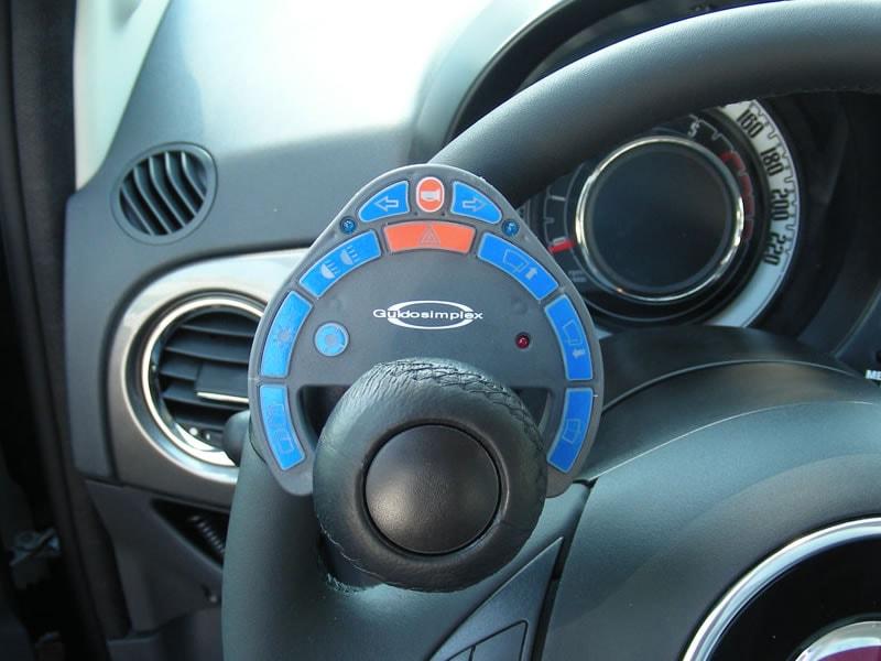 Dispositivo comandi al volante per disabili
