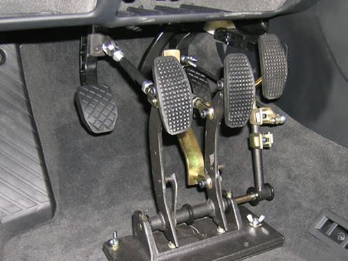 Pedaliera auto per disabili